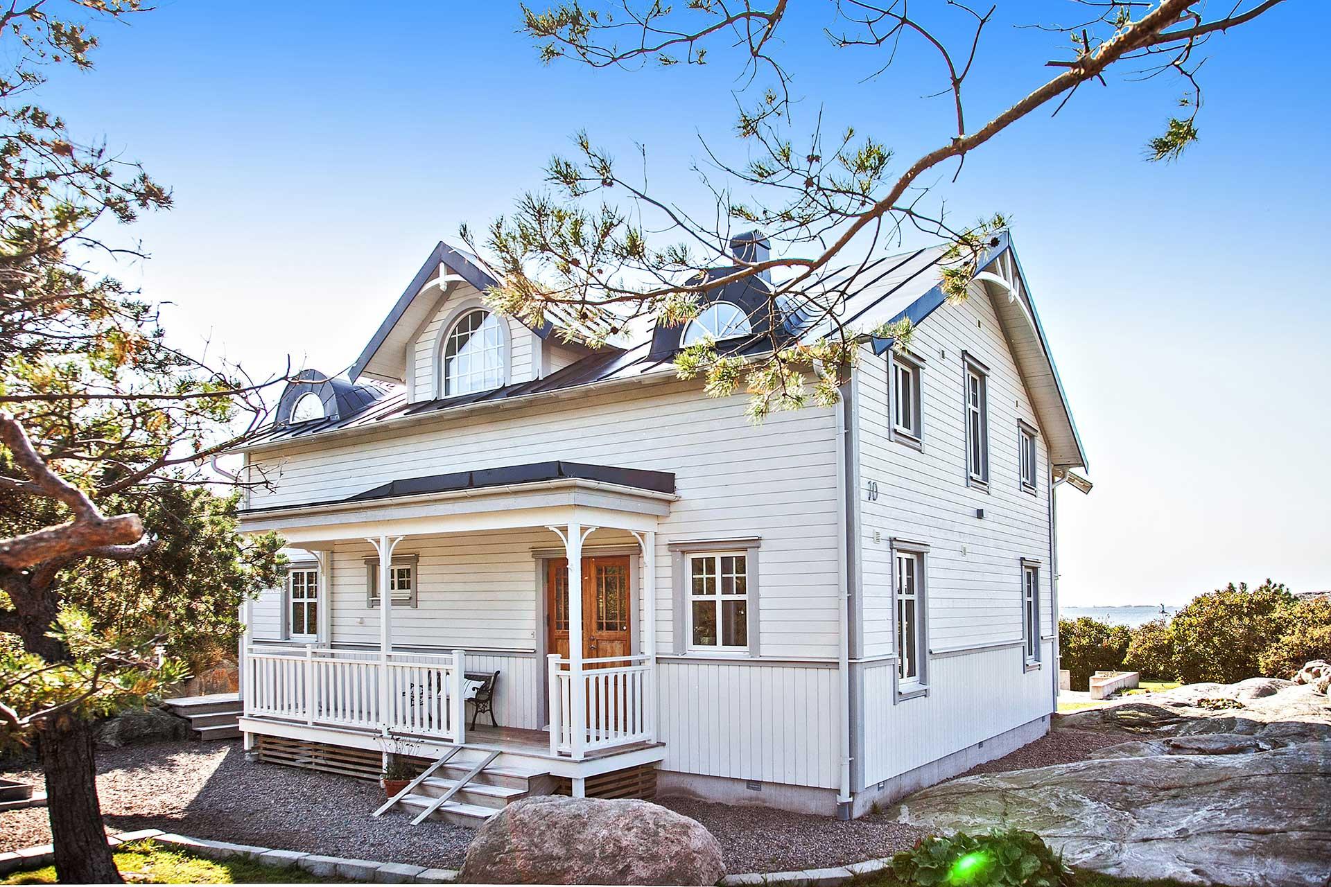 Kaptensvilla, bohuslänsk stil, trävilla sekelskifte. Nybyggnad, arkitektritad, Innerstadens arkitekter, arkitektkontor i Göteborg. Arkitekt Johan Engström.